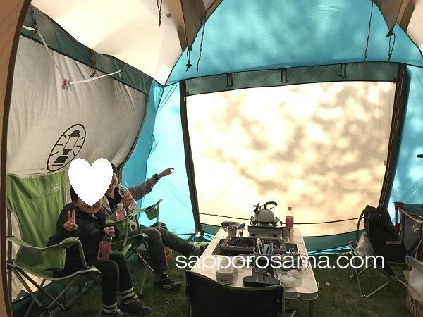 テントに桜の木の陰.jpg