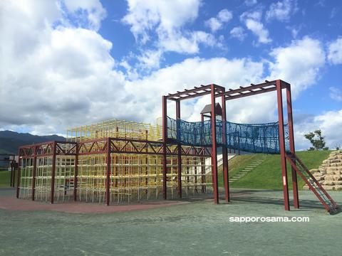 明日風公園のスーパージャングルジム.png