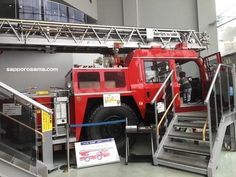 札幌市民防災センター子供に人気のはしご車.jpg